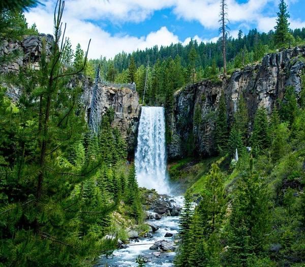 bend waterfall